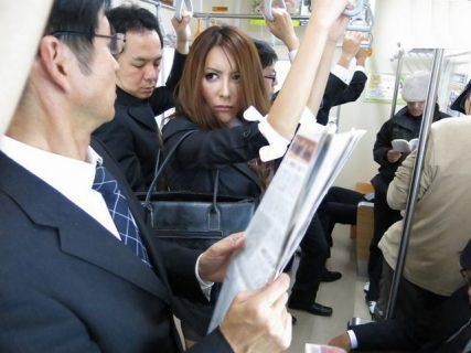 ニューハーフ捜査官が電車で痴漢されケツマンコとペニクリを犯される 画像