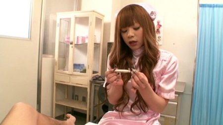 綾咲さやか NHナースが患者のアナルもチンポも好き放題弄ぶ 画像