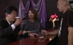 桐谷愛 バーで働くニューハーフが常連客を誘惑してアナルセックスする 画像
