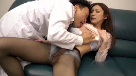 彩乃彩 ニューハーフの女医が患者に襲われケツマンコを犯される 画像