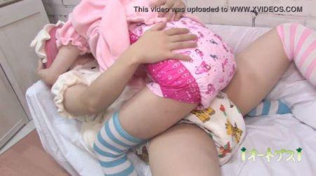 コスプレ男の娘がオムツプレイでお互いの股間を擦り付け合うwww 画像