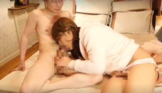 ギャル男の娘がオッサンのチンポをしゃぶりながらケツマンコを犯されるwww