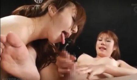 巨乳ニューハーフが美熟女にペニバンでアナルガン突きされ男の潮吹きしちゃうwww 画像