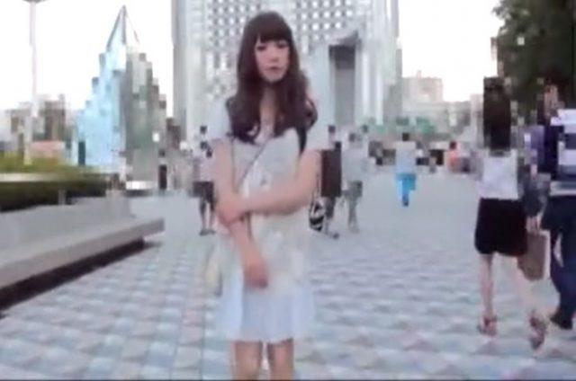 チンポに鈴を付けられた女装子が野外散歩をさせられる羞恥プレイwww
