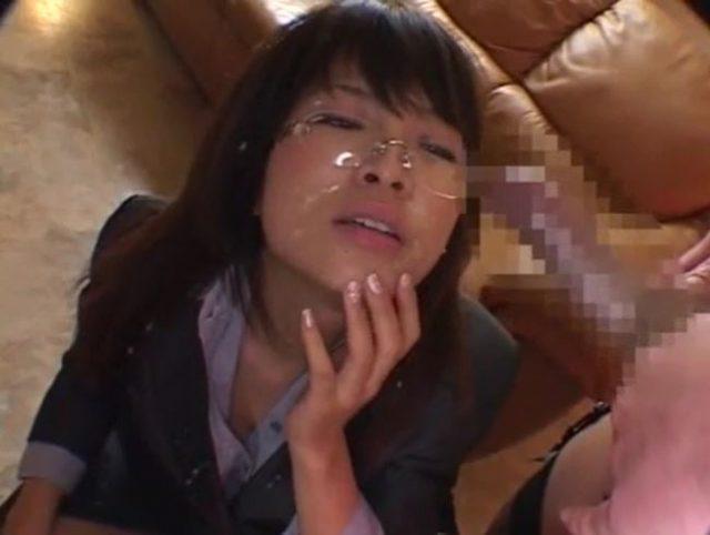 ふたなり金髪レズビアンが美人秘書の顔にザーメンをぶっかけちゃう動画
